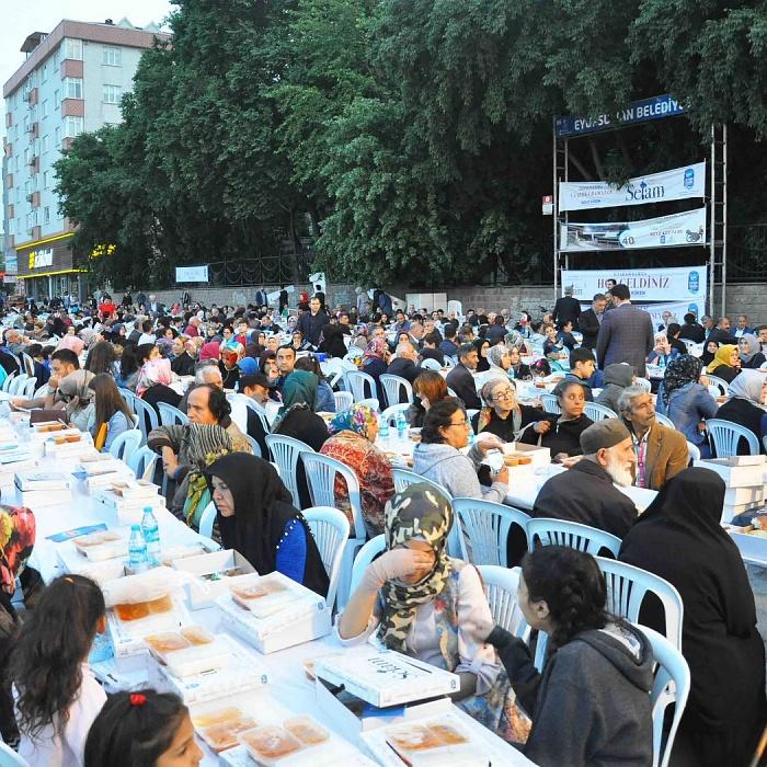 Alibeyköylüler 2 bin kişilik dev iftar sofrasında buluştu