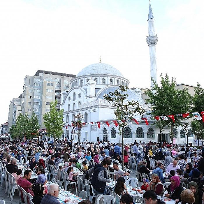 Binlerce vatandaş iftar sofrasında bir araya geldi