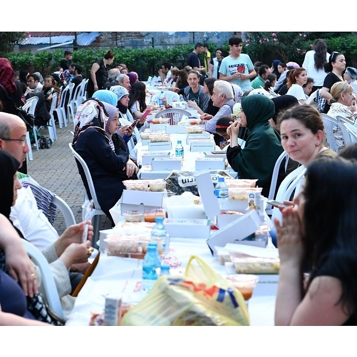 Hekimoğlu Ali Paşa Parkı'nda İftar Coşkusu