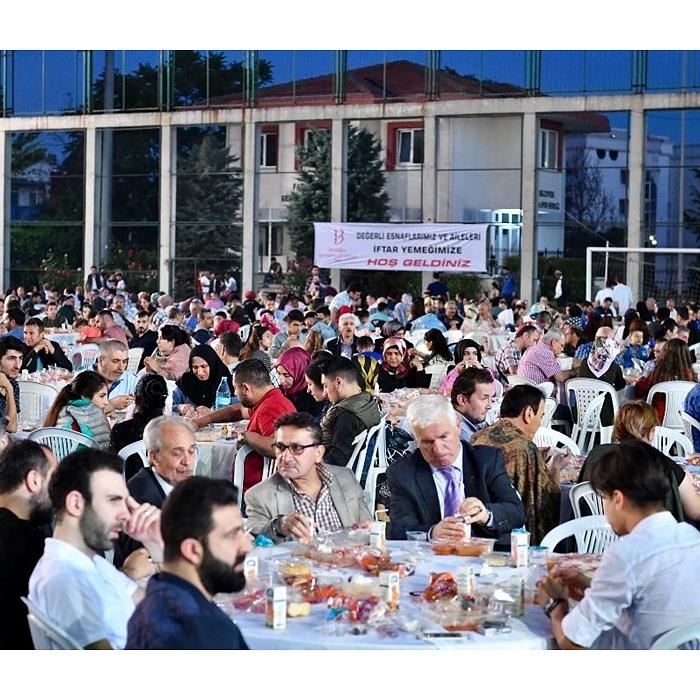 İstanbul'daki Berberler ve Kadın Kuaförleri iftarda Bir Araya Geldi