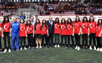 Fatihli Sporcu Gençlere Kupa ve Madalyaları Verildi