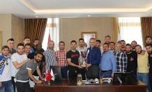 Şampiyon Alemdağspor belediye başkanını ziyaret etti